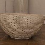 Canan Dağdelen  Upturn, 2001 Weißer Ton, Steinkleber, Sand / White clay, stone glue, sand 120 Ø  x  56 cm Courtesy EKWC, NL